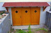 Garagentor mit Vordach